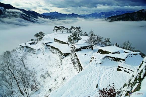 il-castello-di-takeda-in-inverno-1