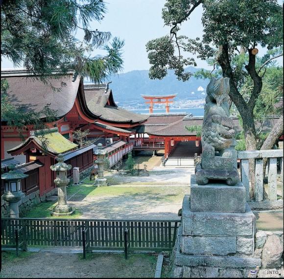 santuario-di-itsukushima-1