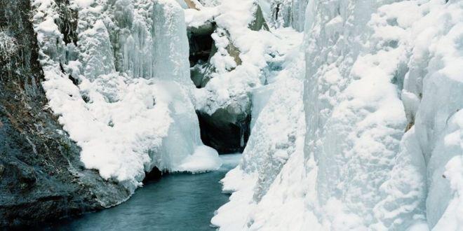 hayato-wakabayashi-le-sue-cascate-ghiacciate
